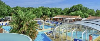 Camping fouras with heated swimming pool
